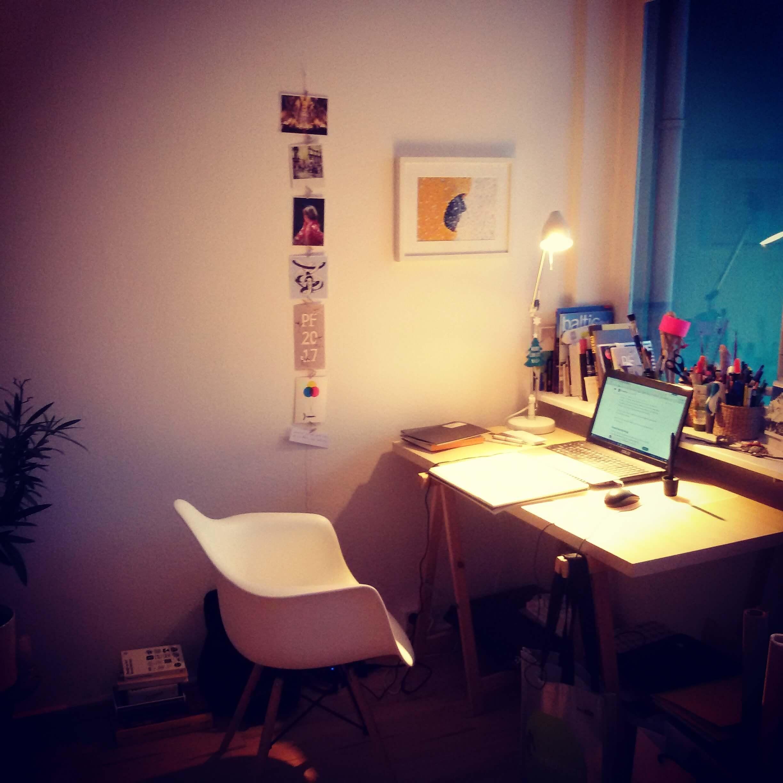 Pracovný stôl ilustrátorky Lucie Lukáčovej