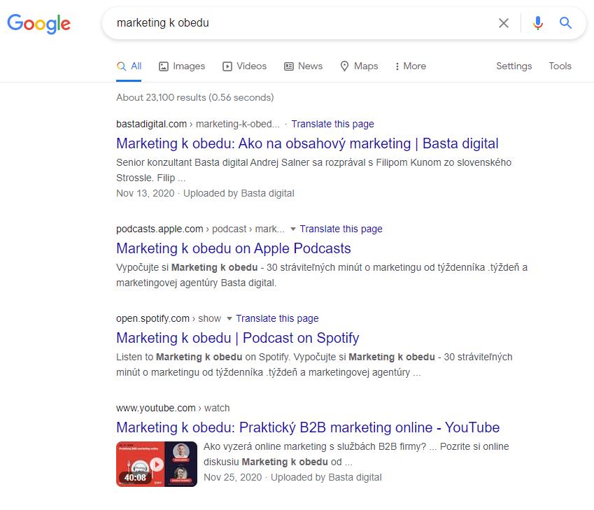 Ukážka z Google vyhľadávania - Podcast Marketing k obedu je viditeľný v organickom vyhľadávaní na webe Basta digital a platformách Apple Podcasts, Spotify a YouTube